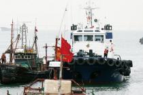 사회2/불법조업  '총기사용' 한다는 해양경찰에 비웃는 중국어선  폭력저항 수위 따라 강경 전술도 검토하도록 정책지원 필요